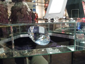 The crystal that doomed the whole Liberace museum caper …